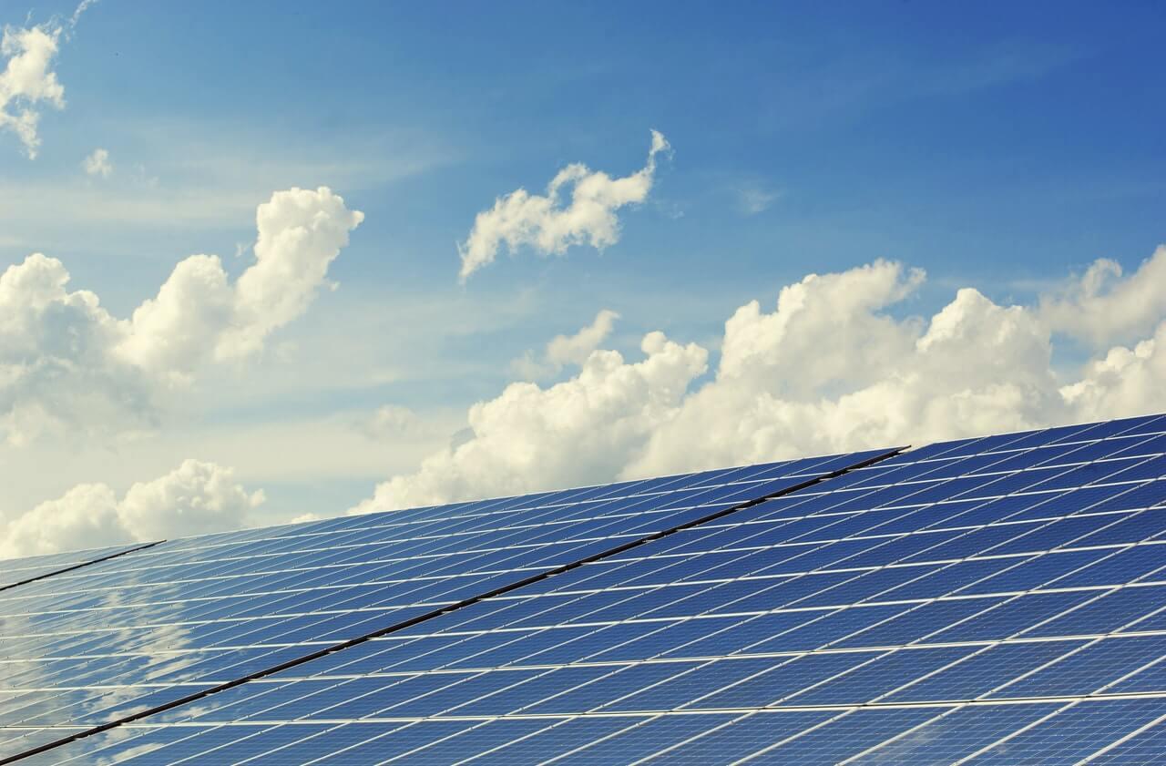 combinatie zonnepanelen warmtepomp en digitale meter